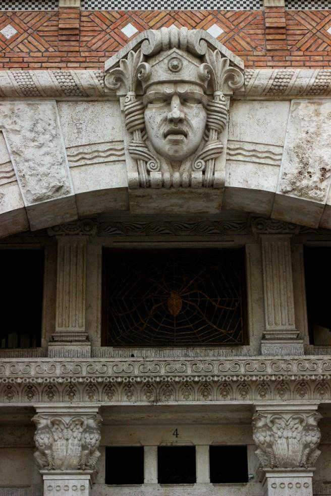 Palazzo del Ragno, ingresso, quartiere Coppedè