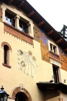 Villa delle fate, orologio astronomico, quartiere Coppedè