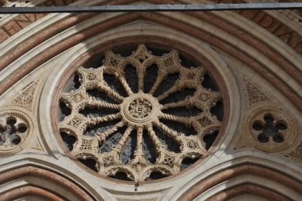 rosone-basilica-di-san-francesco-assisi-in-un-giorno