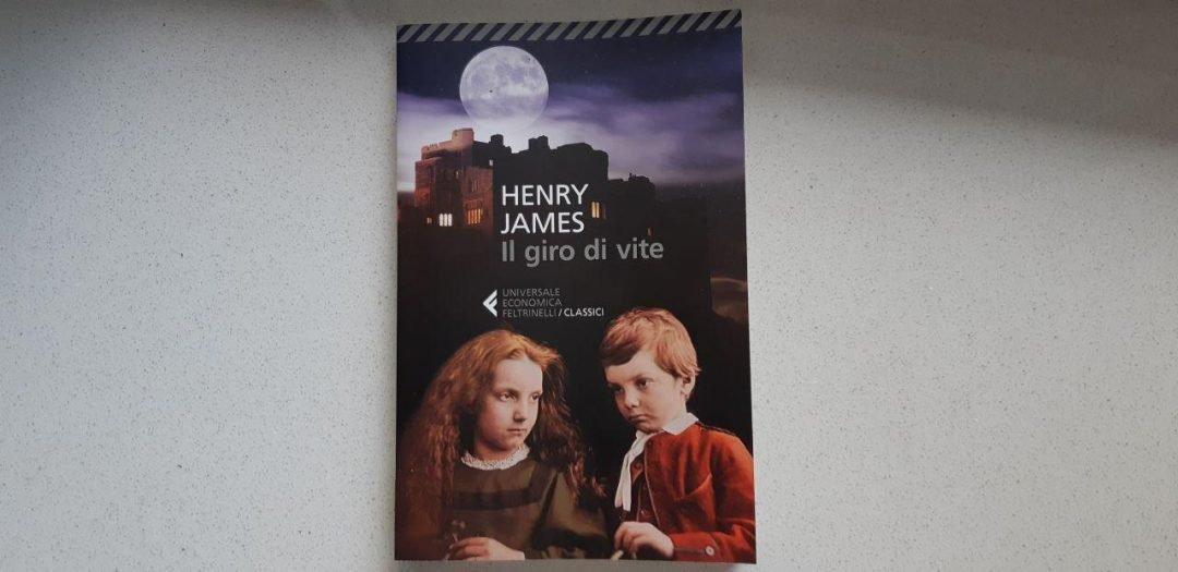 Il giro di vite di Henry James: un romanzo gotico, in breve