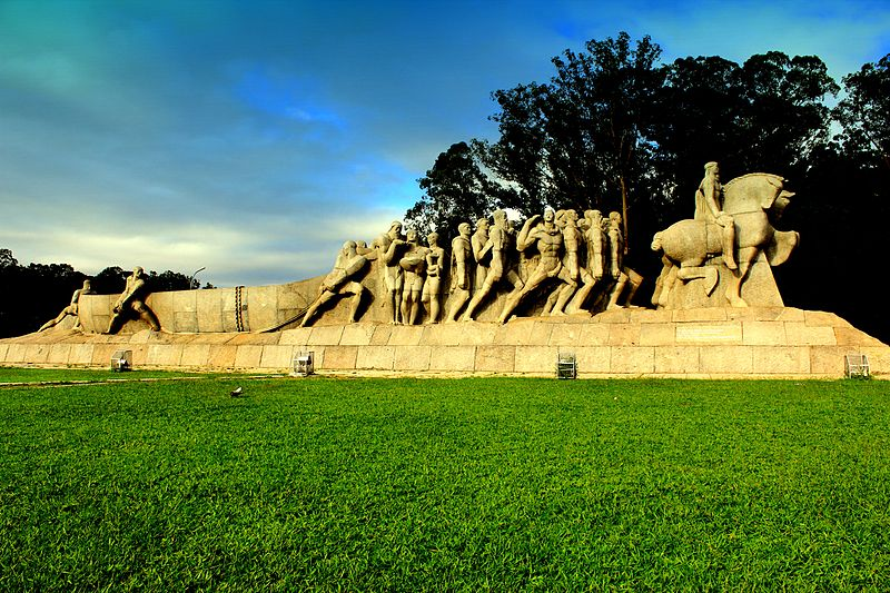 Monumento as Bandeiras no Parque Ibirapuera. Foto Henrique Boney. 2012