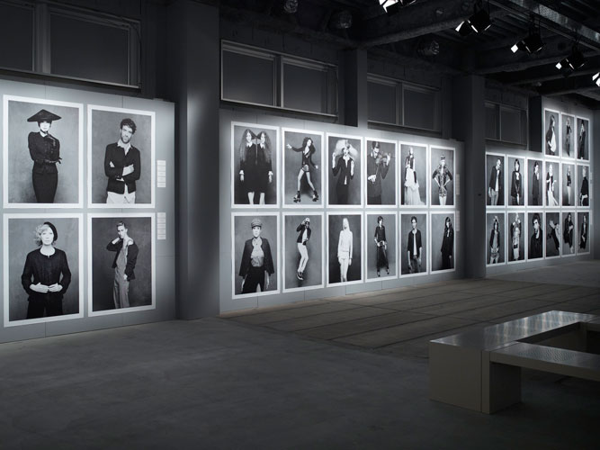 exhibition-pictures-17-the-little-black-jacket-chanels-classic-revisited-by-karl-lagerfeld-and-carine-roitfeld
