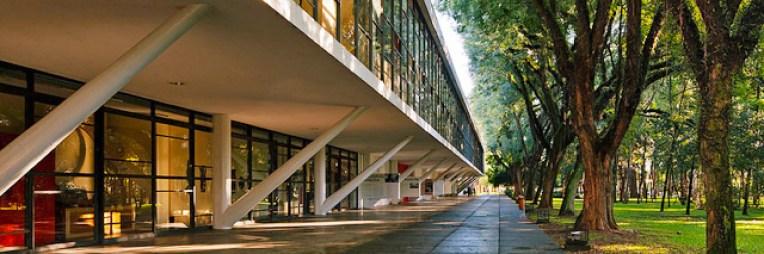 Museu Afro-Brasil: o longo pórtico que une arquitetura e árvores (Flickr)