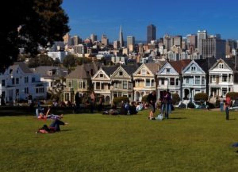 Alamo Square Park, um dos muitos parques de São Francisco onde não se pode fumar.