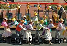 Espectáculo Spring Trolley en Main Street, U.S.A.