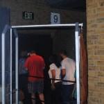 En la fila que te lleva a la estación, uno no debe perderse del traspaso de la pared hacía la estación secreta 9 3/4