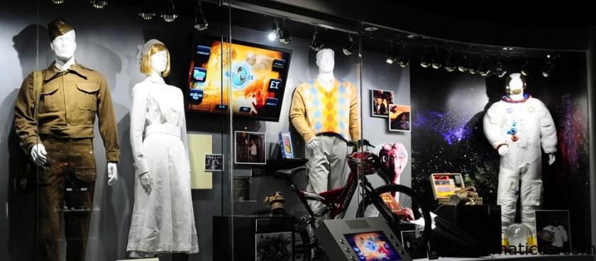 Se pueden disfrutar de indumentaria original utilizada en distintas producciones de cine en The NBCUniversal Experience