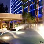 El Disneyland Hotel, recién remodelado, combina lo moderno con historia de Disney.