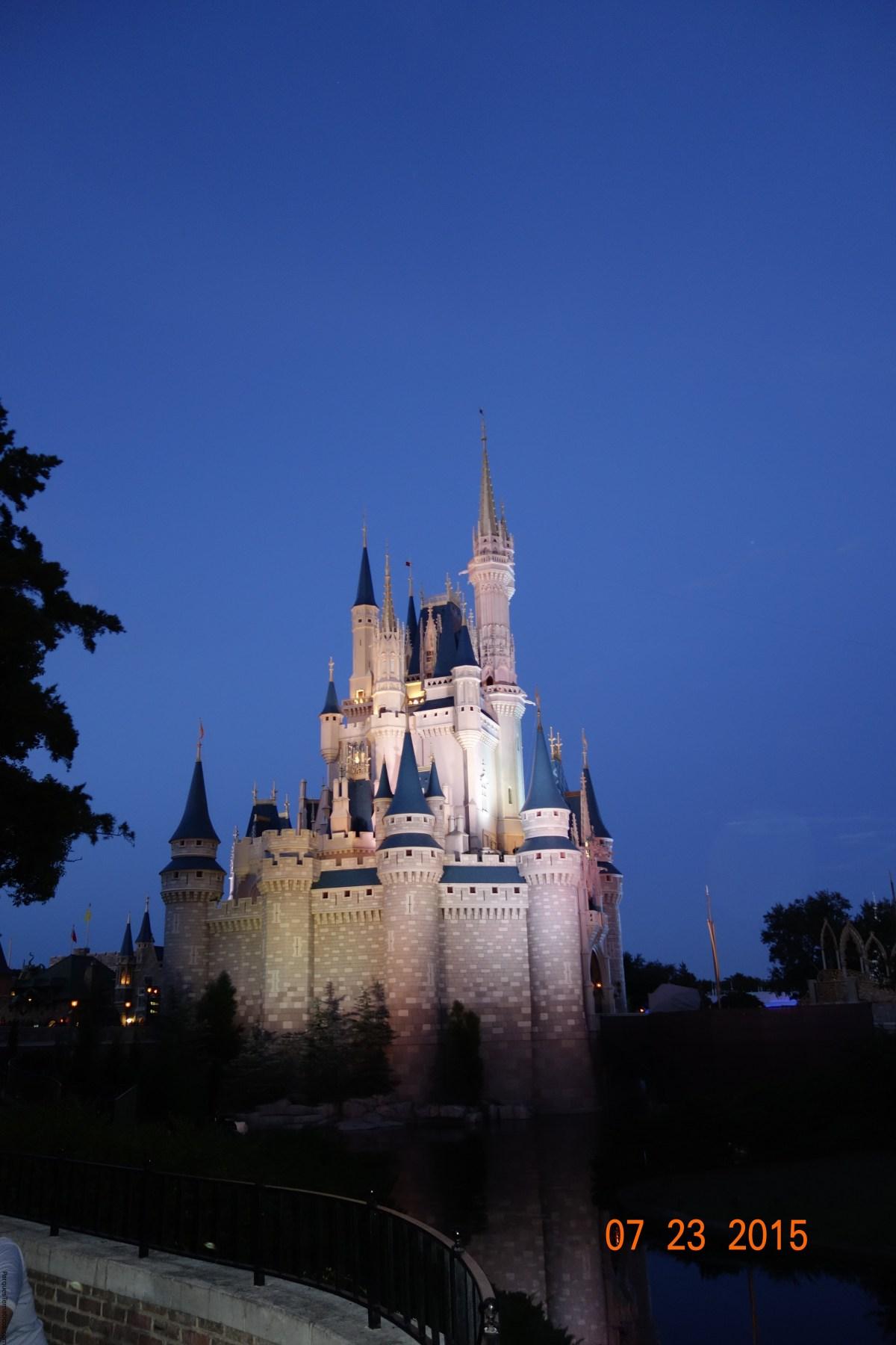 Papá Experto: Hoy visitamos  Magic Kingdom Park con nuevo show en el Castillo