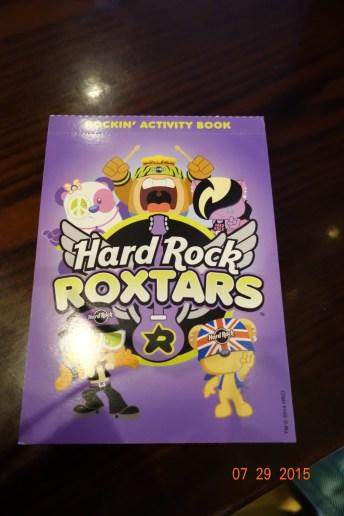 El nuevo libro que le dan a los niños en Hard Rock Universal