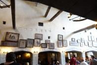 Parte de la decoración dentro del restaurante Leaky Cauldron