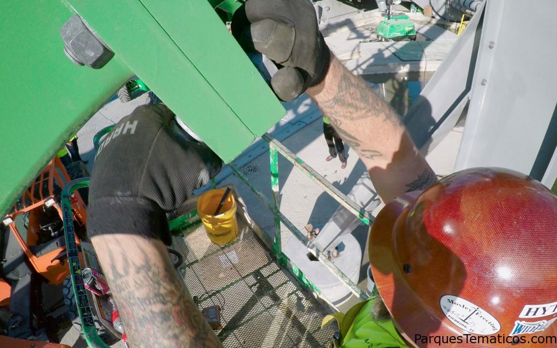 Se terminó de instalar los rieles de la nueva The Incredible Hulk Coaster