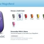 Vía Web o en el App puedes customizar el color y nombre de tu MagicBand