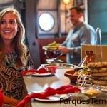 Disfruta el sabor de las aventuras internacionales de Jock Lindsey con los aperitivos y bebidas inspiradas por sus hazañas de alto vuelo.