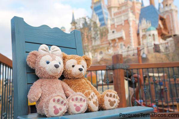 La pareja de osos Duffy disfrutan el día de los enamorados en Disney Shangai