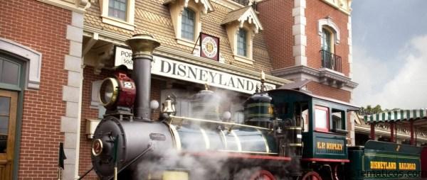 Los maquinistas del Ferrocarril de Disneyland avisan a los pasajeros novedades