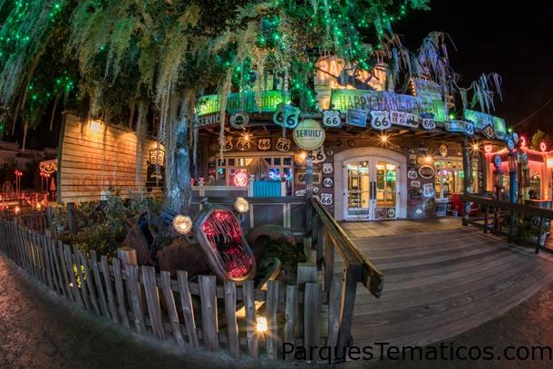 Un paseo en el parque - After Dark: Haul-O-Ween en Cars Land en Disney California Adventure