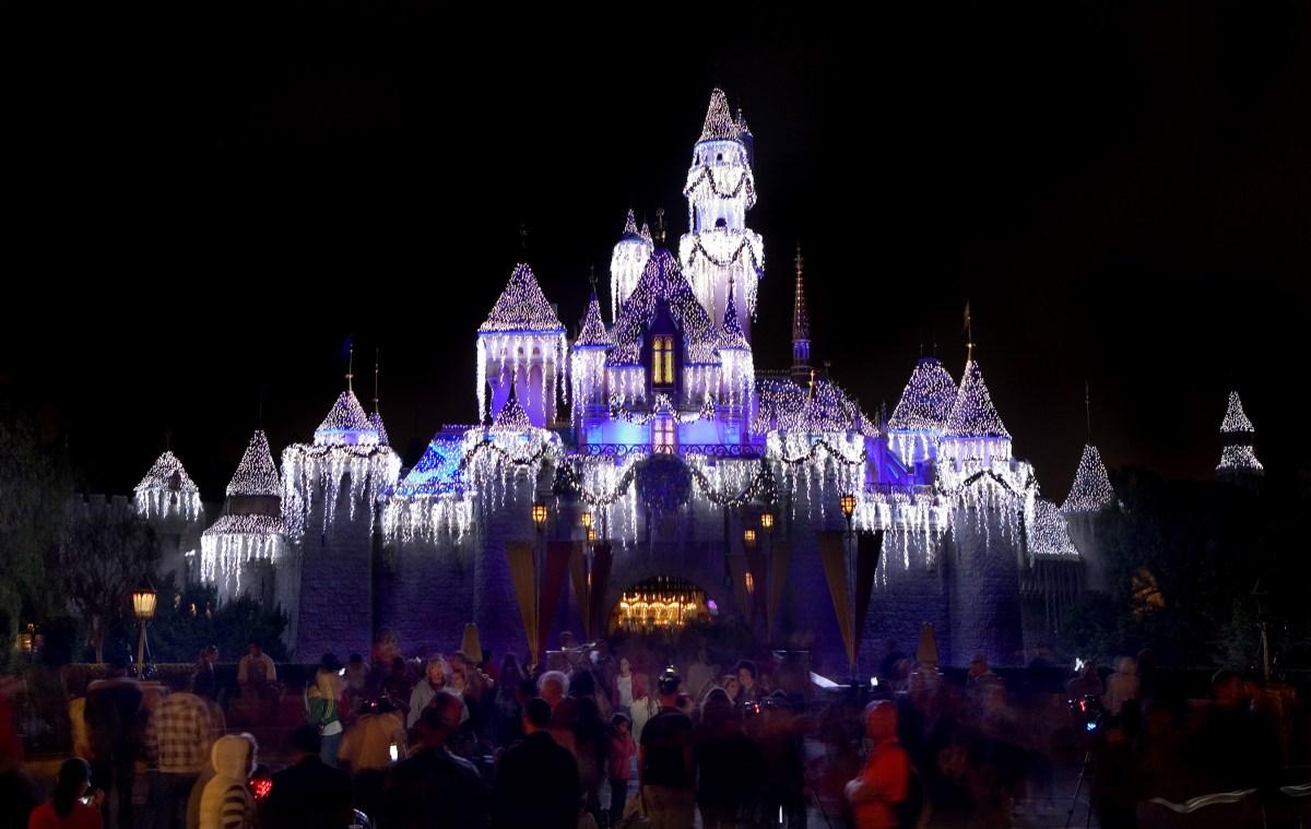 Diversión asegurada para las Fiestas con experiencias mágicas que no debería perderse en Disneyland Resort