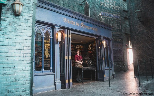 LA GUÍA DE LA VARITA INTERACTIVA DE THE WIZARDING WORLD OF HARRY POTTER
