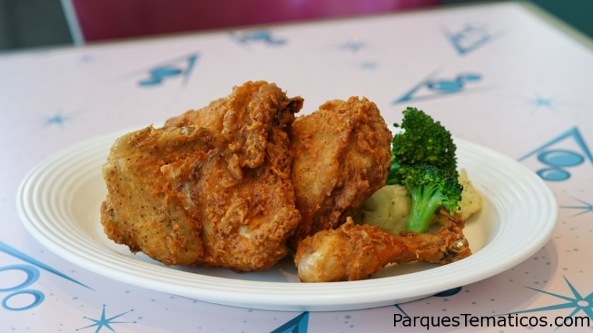 FLO'S FAMOUS FRIED CHICKEN AT FLO'S V8 CAFÉ
