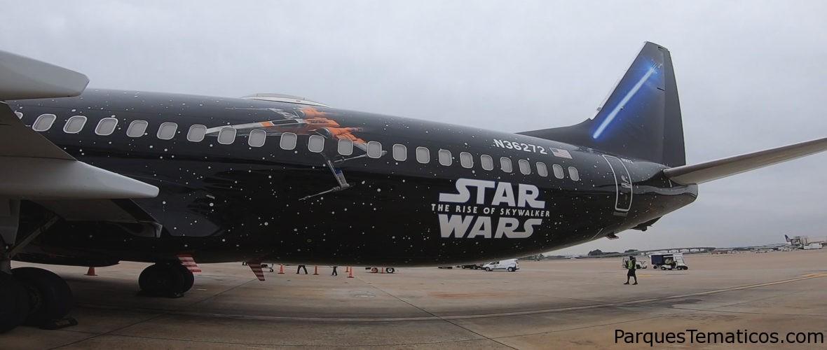 El vuelo de United Star Wars llega al aeropuerto internacional de Orlando