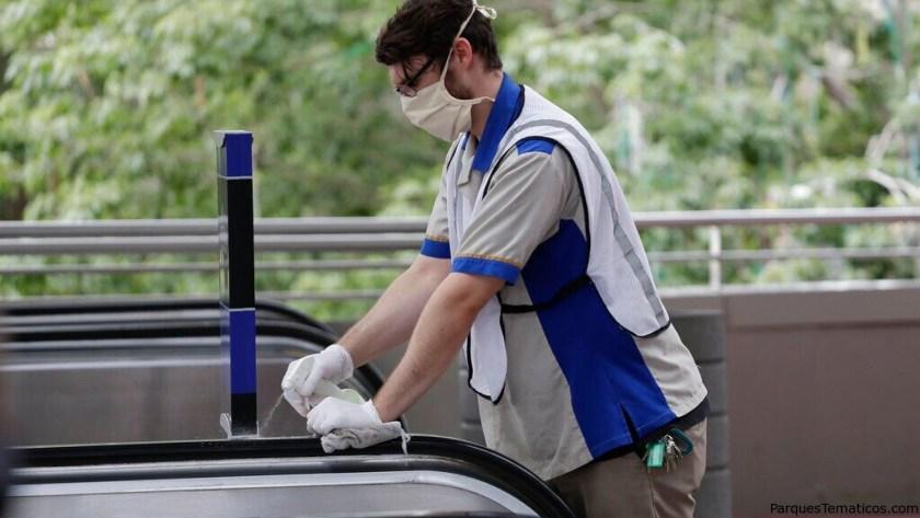 """Junto con los nuevos requisitos de salud y seguridad para los visitantes del parque, el resort Universal Orlando informó que actualizó sus """"procedimientos de limpieza y desinfección ya agresivos""""."""