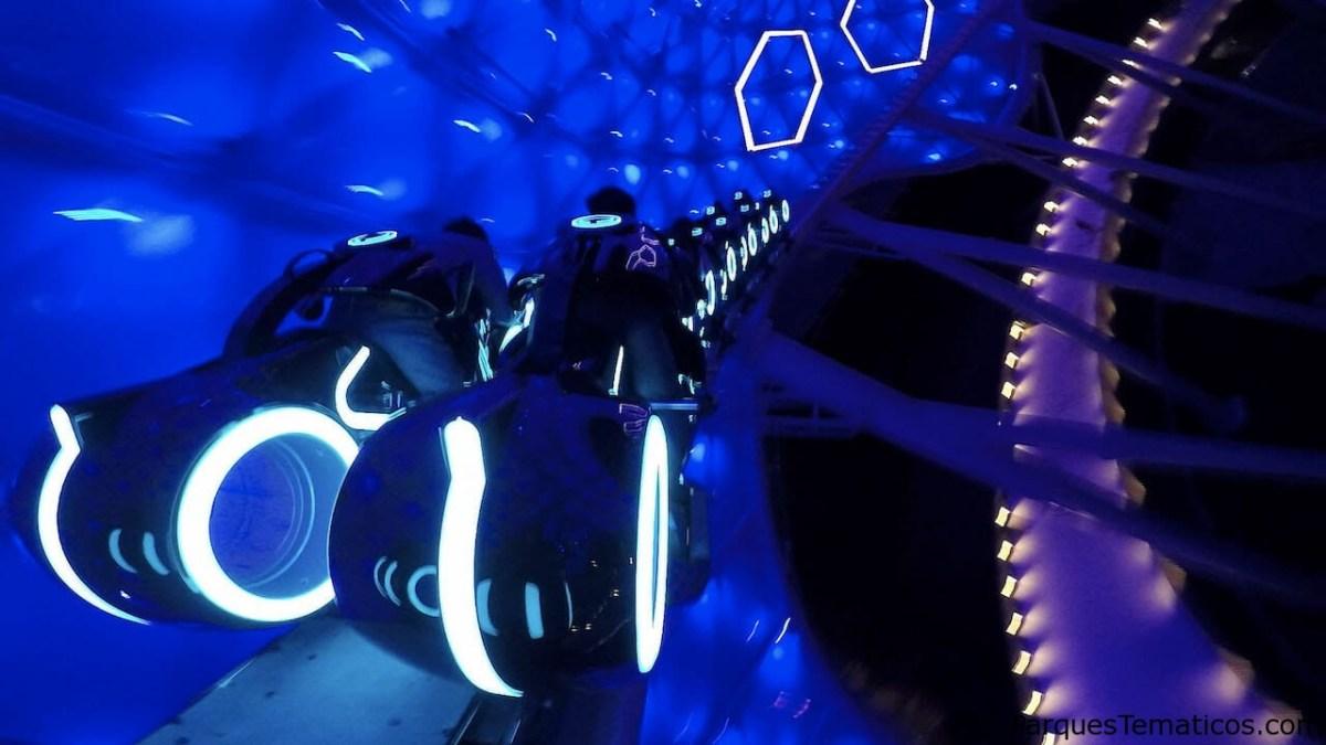Ingrese a la red en TRON Lightcycle Power Run en Shanghai Disneyland