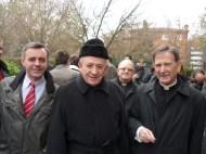D. Francisco, entre Tomás y el párroco