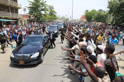 PHOTOS: See the crowd that welcomed President Buhari to Bauchi state today