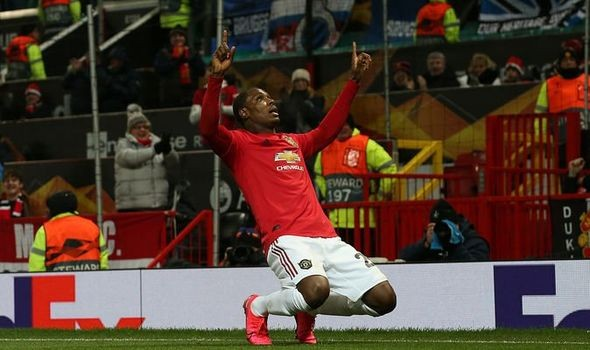 Manchester United begin last-minute talks over Ighalo
