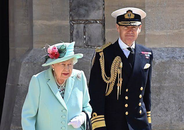 Queen Elizabeth steps out from COVID-19 lockdown