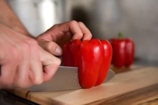 Foodskills slicing red pepper