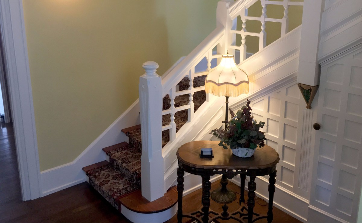 The main stairs with a table and lamp
