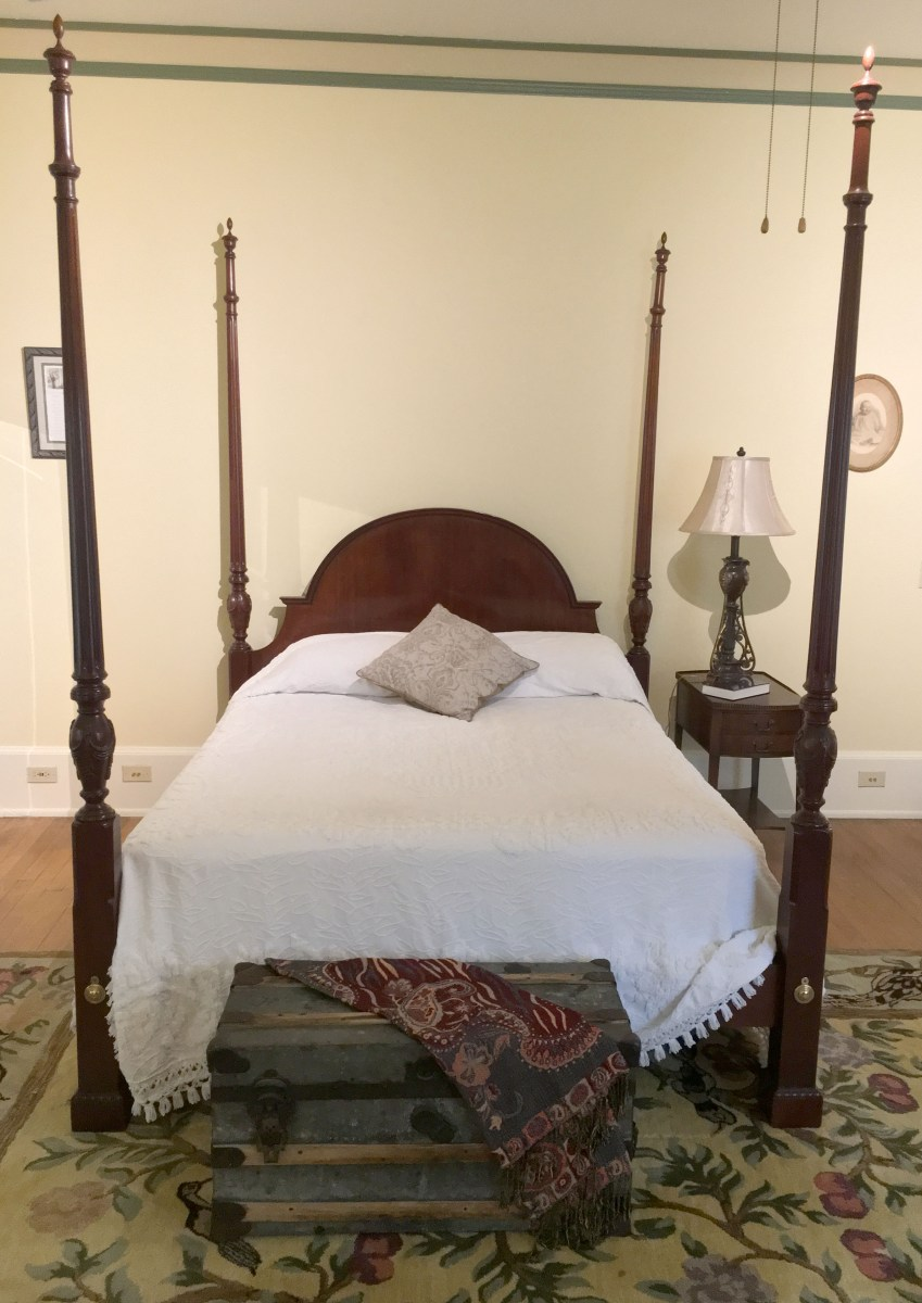 four-poster queen bed in room 1