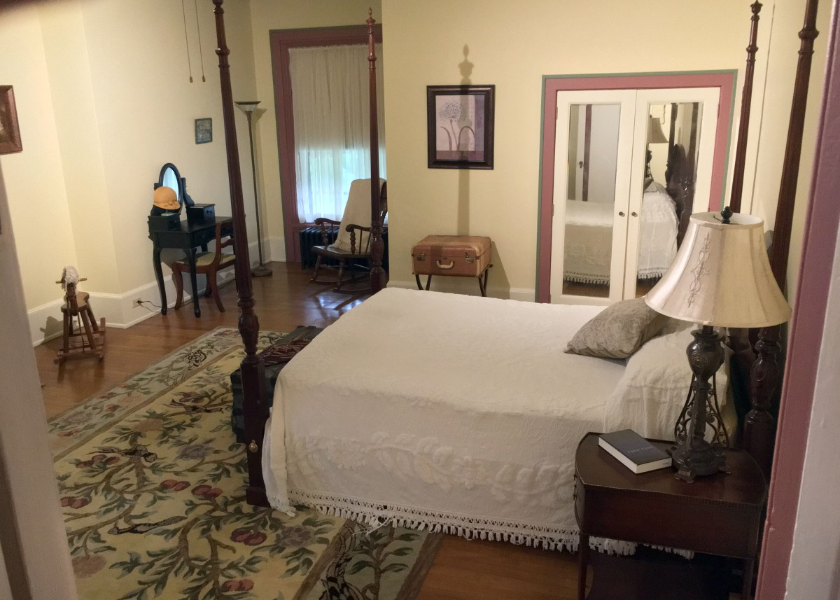 four poster bed in Room 1
