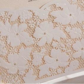 28_partecipazione-con-fiori-bianca-interno-oro-particolare