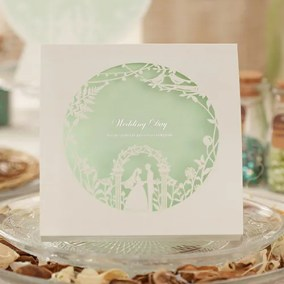 2_partecipazione con disegno sposi bianco ed interno verde