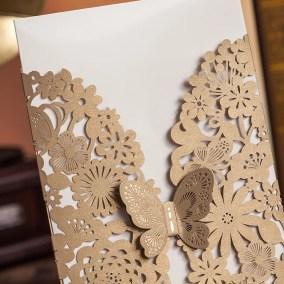 40.1_partecipazione-rettangolare-oro-con-farfalla-interno-bianco-particolare