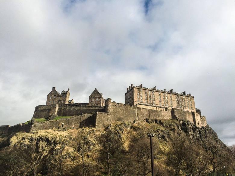 Castello di Edimburgo visto dal bal basso