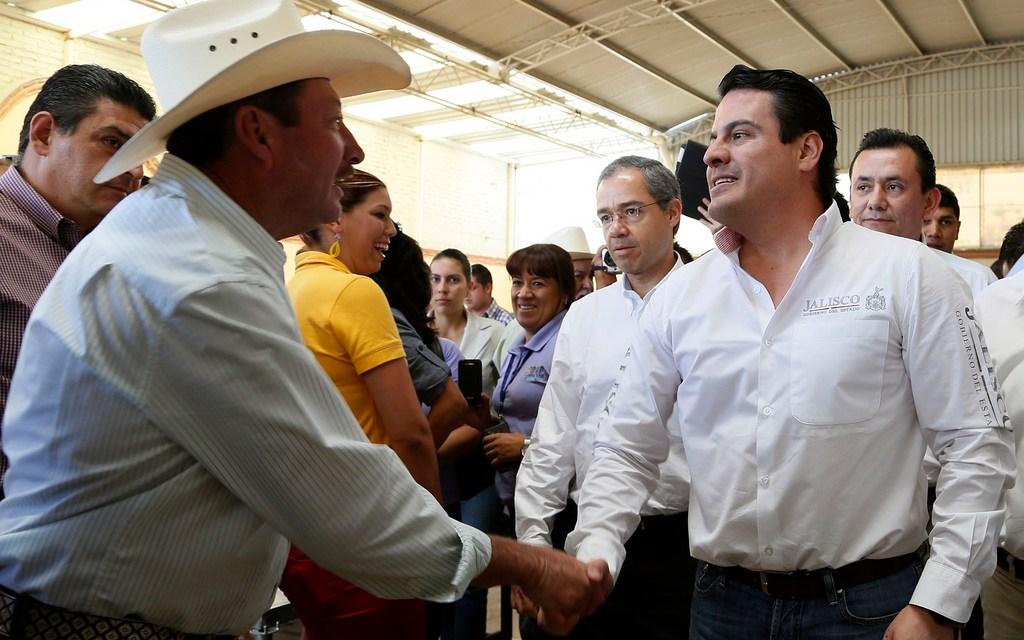 Exigen que Aristóteles Sandoval y Ortega Martínez renuncien a ser comuneros