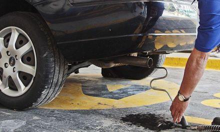 Denuncian a Alfaro por corrupción en programa de verificación vehicular