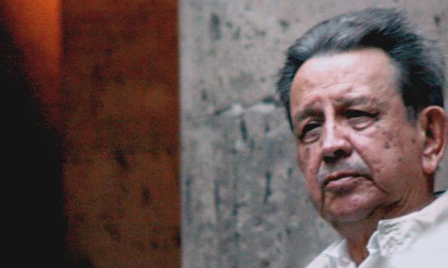 Muere el escritor y periodista Luis Sandoval Godoy