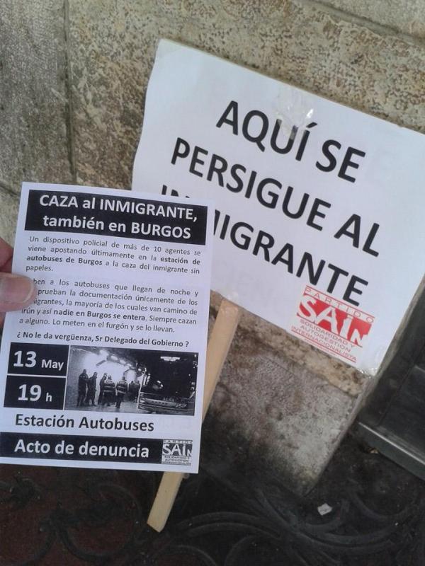 foto octavilla y pancarta