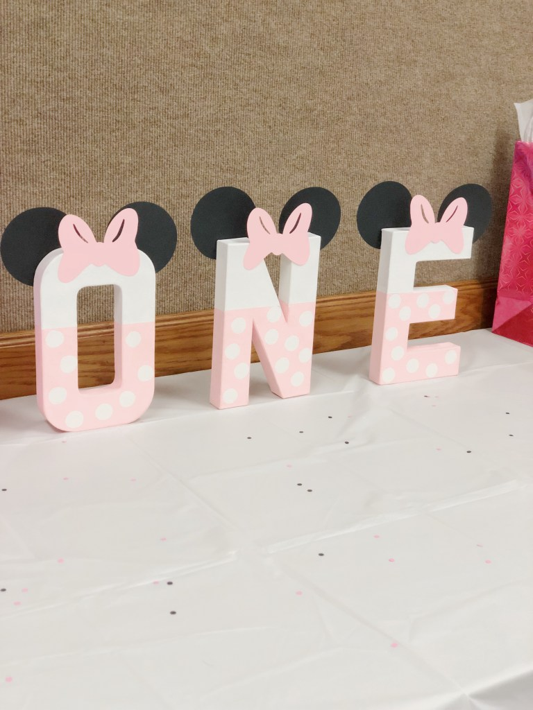 DIY 1st Birthday Pink Minnie Mouse Party Decorations