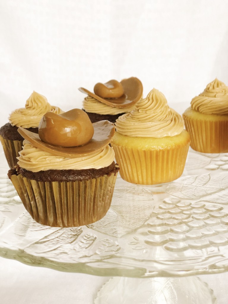 Planning a cowboy themed wild west party? These DIY cowboy party cupcakes are to die for, and they are super easy! Follow this tutorial and you'll have them made in no time. DIY Wild West Cowboy Hat Cupcake Toppers
