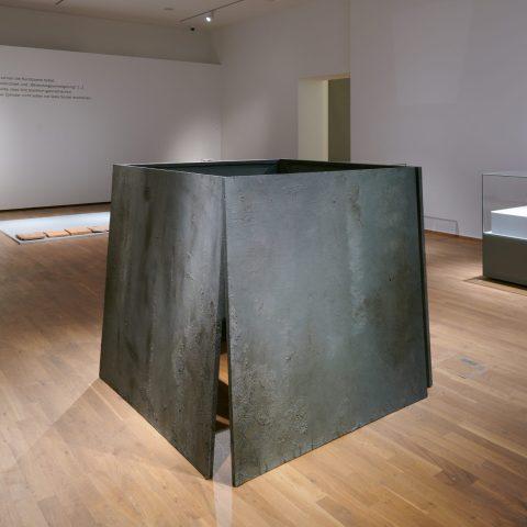 """Sabine Groß, """"Graue Eminenz"""", Foto: Saarlandmuseum"""