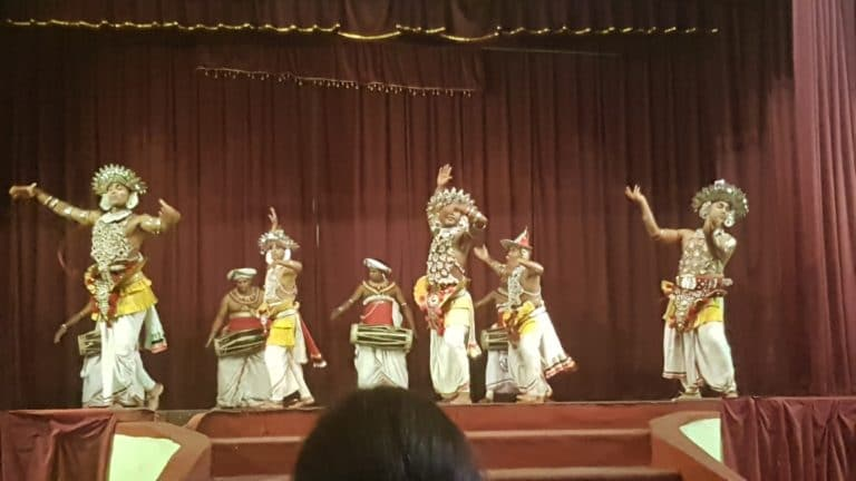 spectacle de danse traditionnelle sri lanka kandy