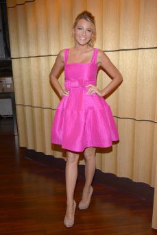 Blake Lively looks sweet and flirty in this adorable pink dress! She also wore a skin tight version of this color and looked equally hot.