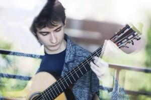 Guitariste entrain de jouer