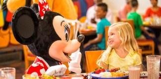 Família janta como Free Dining Plan 2019 na Disney